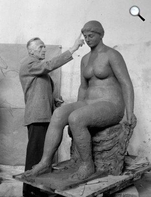 Ferenczy Béni (1967-1890) Kossuth-díjas szobrász és grafikus Ülő női akt c. műve (Fotó: MTI/MaNDA)