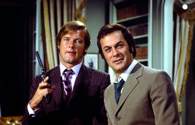 Minden lében két kanál - Roger Moore és Tony Curtis, 1971 (Fotó: listal.com)