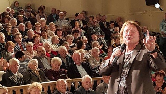 Aradszky László (1935-2017) tándalénekes koncerten énekel, 2017 (Fotó: Balázs András)