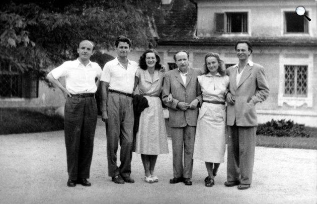 Kiss Tamás, Mészöly Miklós és Polcz Alaine, Kálnoky László, Nemes Nagy Ágnes és Lengyel Balázs Szigligeten, 1954. július (Fotó: PIM)